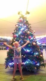Erinn a trouvé un vrai grand sapin de Noël!