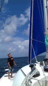 Patrick, futur propriétaire d'Enigma, lors d'une sortie en mer de découverte du bateau